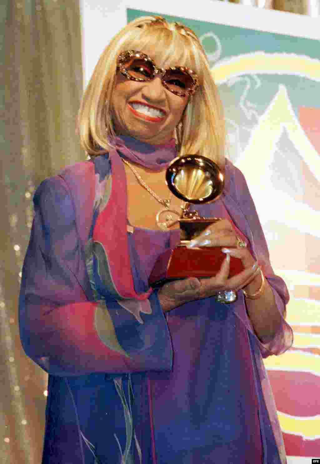 La Reina de la Salsa en los Premios Grammy Latinos en Los Ángeles, California, diciembre de 2001.