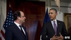 Barack Obama (d), junto a su homólogo francés, Francois Hollande (i).