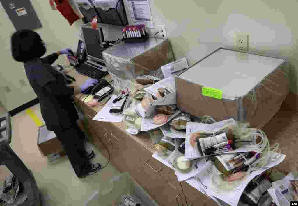 Una técnica de laboratorio de OneBlood Donation en Orlando.