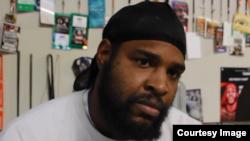 Captura de pantalla de una entrevista con el peso completo cubano Robert Alfonso.