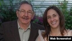 Mariela junto a su padre, el gobernante cubano Raúl Castro.