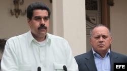 El vicepresidente Nicolás Maduro (i) y el presidente de la Asamblea Nacional, Diosdado Cabello