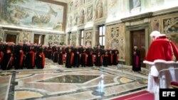 El papa Benedicto XVI se despide de sus cardenales este jueves en el Vaticano.