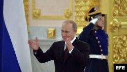 El presidente ruso Vladimir Putin a su llegada a la ceremonia de bienvenida a la selección de hockey.
