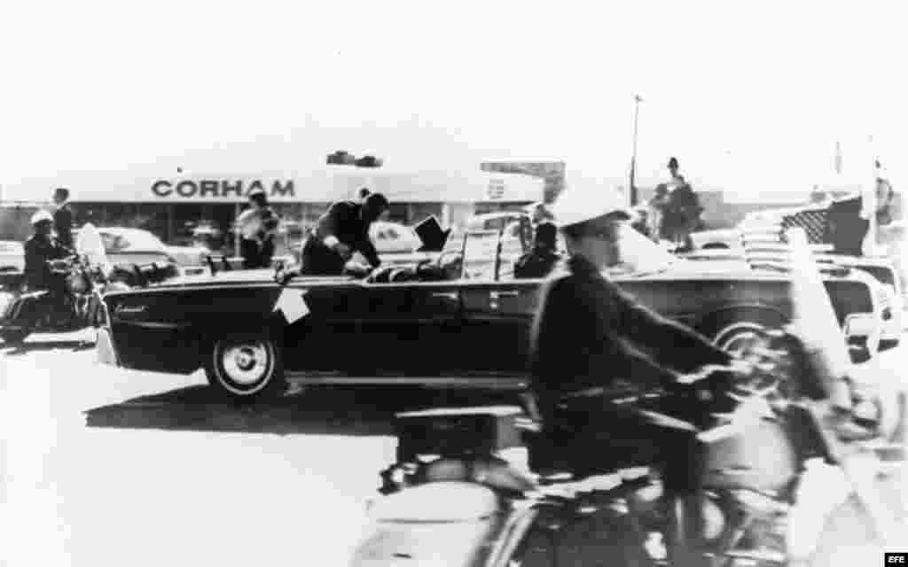 Escena del asesinato del Presidente John F. Kennedy en Dallas, TX