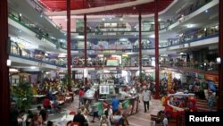 El centro comercial Carlos III en La Habana. REUTERS/Alexandre Meneghini
