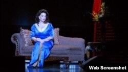 Virginia Alonso-Tokarz, soprano de origen cubano durante un concienrto de gala.