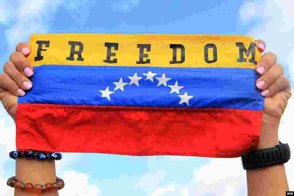 Miles de venezolanos se manifestaron en el Doral Central Park de la Ciudad del Doral en respaldo a los millones de venezolanos alrededor del mundo que rechazan a la dictadura de Nicolás Maduro.