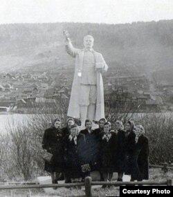 El monumento de Stalin fue erigido en el parque de la ciudad de Kusa.