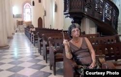 Iglesia casi vacía en Cuba.
