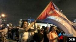Exiliados de Miami celebran la muerte de Fidel Castro. (Foto: Carlos Ojeda)