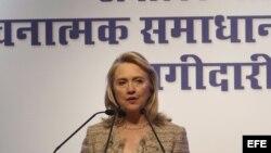 Hillary Clinton durante su visita a la India