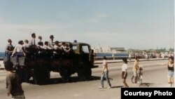Las fuerzas represivas sofocan las protestas.