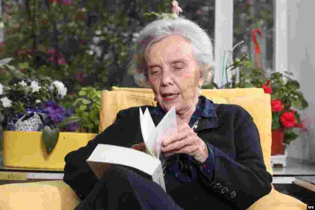 """Poniatowska no se considera sabia e incluso ahora, a sus 81 años y a pocos días de recibir """"muy emocionada"""" el Premio Cervantes, el máximo galardón de las letras hispánicas, afirma que carece de respuestas para todo y que se ha pasado la vida haciendo pre"""