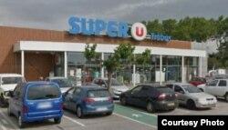 En este supermercado de Trebes, cerca de Carcasona, un presunto terrorista mantuvo como rehenes a clientes y trabajadores y dio muerte a dos.