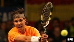 El tenista español Rafael Nadal en un partido contra el serbio Novak Djokovic.