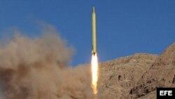 Un misil de largo alcance lanzado desde una localización desconocida en Irán.