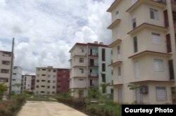 Vecinos se quejan de las malas condiciones y fallas contructivas de los nuevos edificios.
