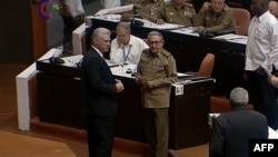 Miguel Díaz-Canel y Raúl Castro, durante la sesión del Parlamento en octubre del 2019.