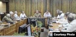 Guayaberas y charreteras: En junio de 2014, de los 25 miembros del Consejo de Ministros de Cuba, 10 eran militares.