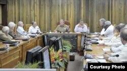 Guayaberas y charreteras: En junio de 2014, de los 25 miembros del Consejo de Ministros de Cuba 10 eran militares.