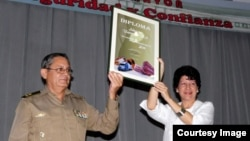 Diploma del ministro de las FAR a los Almacenes Universales