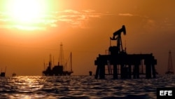 Instalaciones petroleras venezolanas en el lago de Maracaibo.
