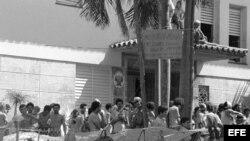 Embajada del Perú en La Habana, ocupada por refugiados cubanos en 1980.