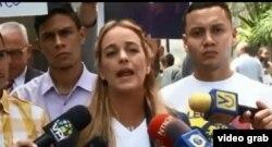 La activista venezolana Lillian Tintori pide a nombre de los familiares de presos políticos la visita al pais de Michelle Bachelet.