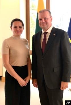 La candidata de la oposición bielorrusa Svetlana Tikhanovskaya, que huyó a Lituania tras las elecciones del 9 de agosto pasado, se reunió con el primer ministro Saulius Skvernelis, en Vilnius, Lituania, el jueves 20 de agosto de 2020.