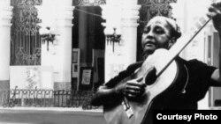 """Maria Teresa Vera, la compositora de la inmortal canción """"Veinte años""""."""