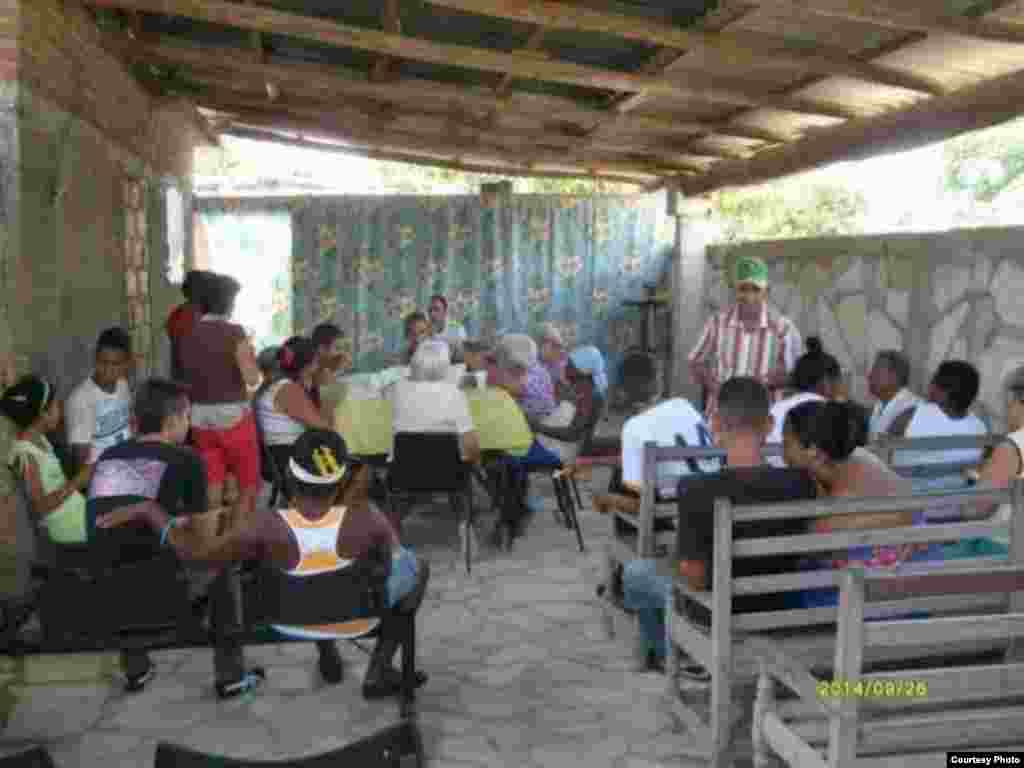 Almuerzo en Camagüey, ofrecido en la sede de la Iglesia Apostólica.