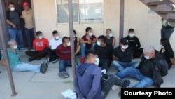 Migrantes escondidos en una casa de El Paso en Texas Tomado de CVP.Gov