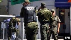 Policías bolivianos.