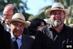 Los ministros de turismo de Cuba y Brasil, Manuel Marrero (d) y Gastao Vieira (i), participan en la inauguración de la XXXIII Feria Internacional de Turismo FITCuba 2013 hoy, martes 7 de mayo de 2013, en el balneario de Varadero, unos 150 kilómetros al es
