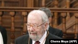 José Manuel Caballero Bonald en la ceremonia del Premio Cervantes el 23 de abril de 2013. (Chema Moya/AFP).