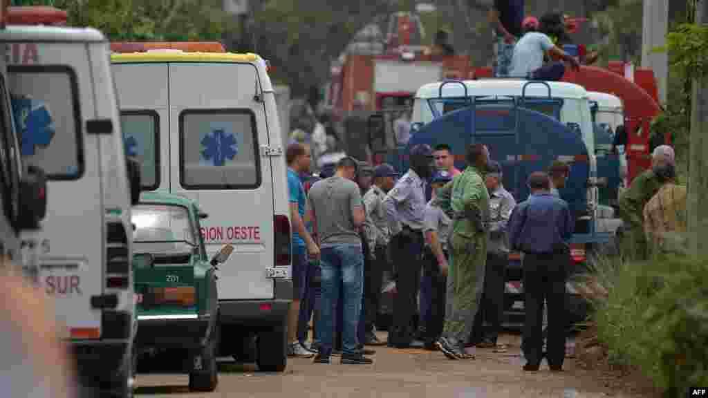 Ambulancias en la zona del desastre del avión de Cubana.