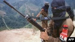Foto Archivo de guerrilleros del ELN en Colombia. AFP PHOTO/Rafael GUERRERO