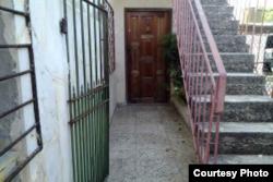 En este apartamento de Santa Fe, reporteros de Cubanet localizaron a Ángel Ricardo Mendoza, buscado en EEUU por el robo de $180.000.