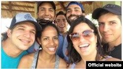Equipo de Periodismo de Barrio en el 2016 que fue interrogado por la Seguridad del Estado mientras cubría el paso del huracán Matthew por Cuba