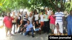 Reporta Cuba. Activistas debaten Derechos Humanos en el Parque Central, en La Habana. Archivo.
