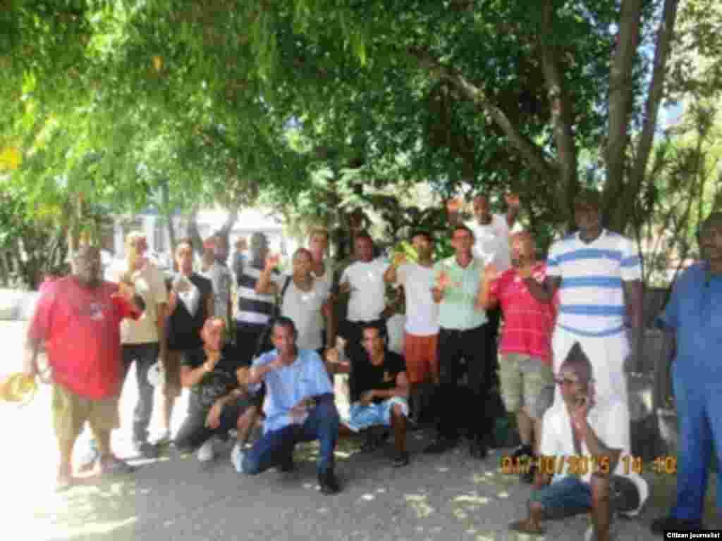 Reporta Cuba activistas debaten derechos humanos parque central