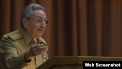 Castro retrasa su salida al frente del régimen cubano