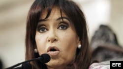 Los gobiernos, primero de Néstor Kirchner, y luego de su viuda, Cristina Fernández, han estado plagados de escándalos de corrupción.