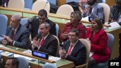 El canciller cubano Bruno Rodríguez junto a otros miembros de su delegación en la Asamblea General de la ONU.