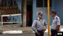 Policía impide reunión de comunicadores en La Habana