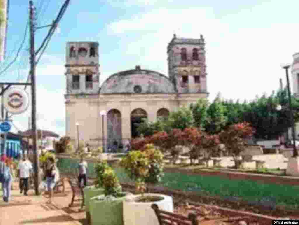 De acuerdo con datos de la Arquidiócesis de La Habana, en el país hay unas 650 iglesias de las cuales 325 son parroquias. La parroquia de Baracoa, ahora Basílica Menor.