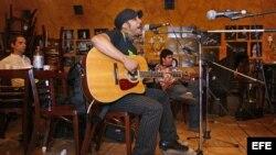 """Vanito Brown, uno de los integrantes del grupo cubano """"Habana Abierta"""". EFE"""