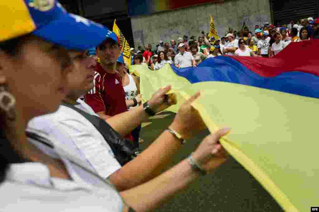 La oposición venezolana se moviliza en 22 ciudades del país para dar comienzo a la campaña 'Venezuela quiere'.