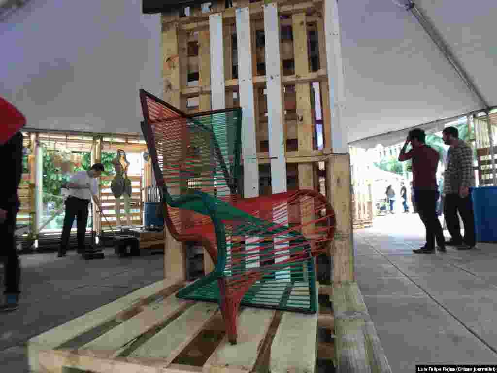 Piezas de artistas cubanos en la Locación de Miami Mini Maker Faire. Foto Luis Felipe Rojas.